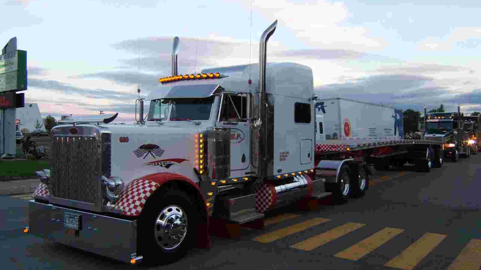 Desktop Wallpaper Truck Paper 1366x768