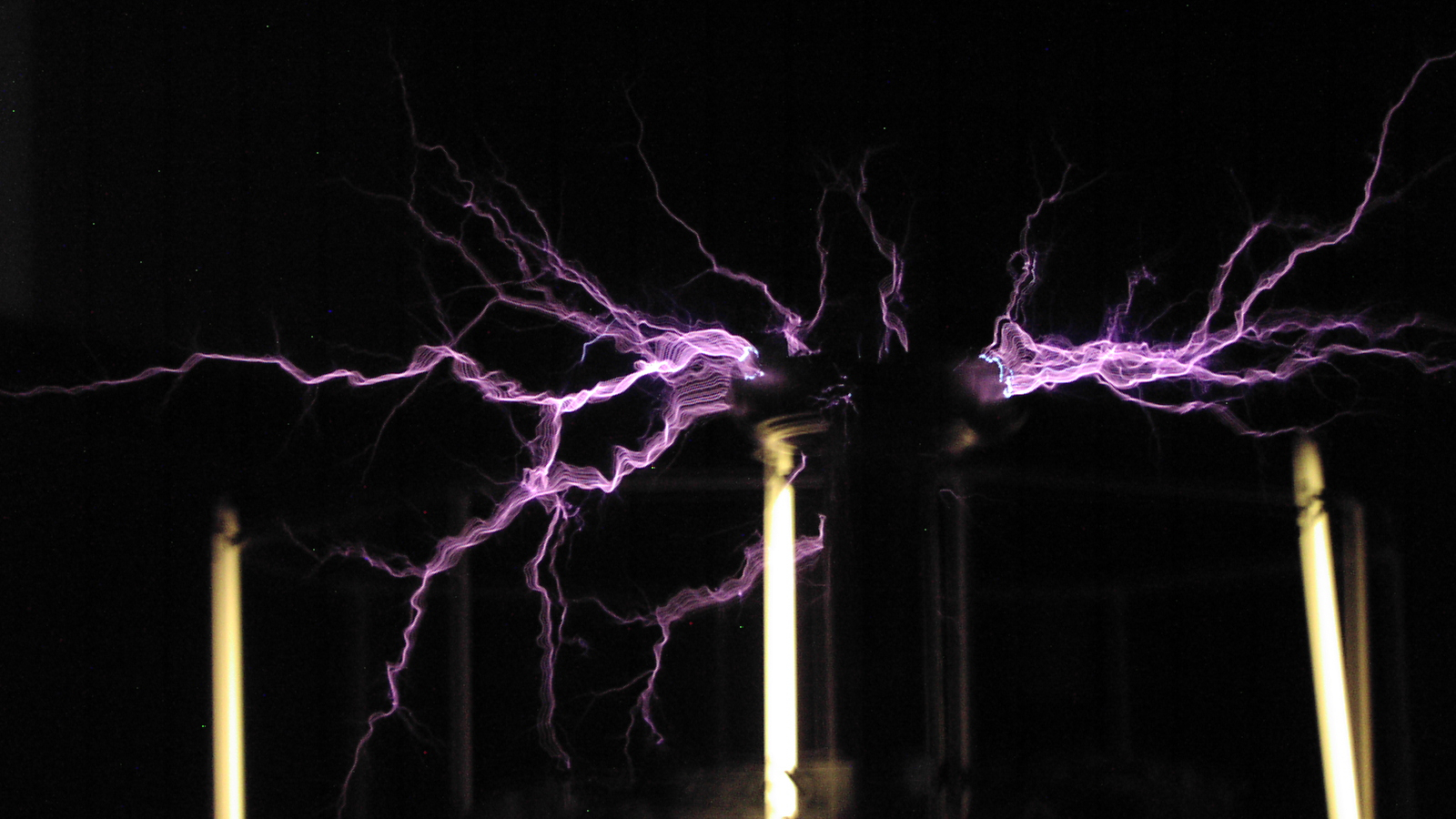 Free Download Tesla Coil Wallpaper The Tesla Coil In Action