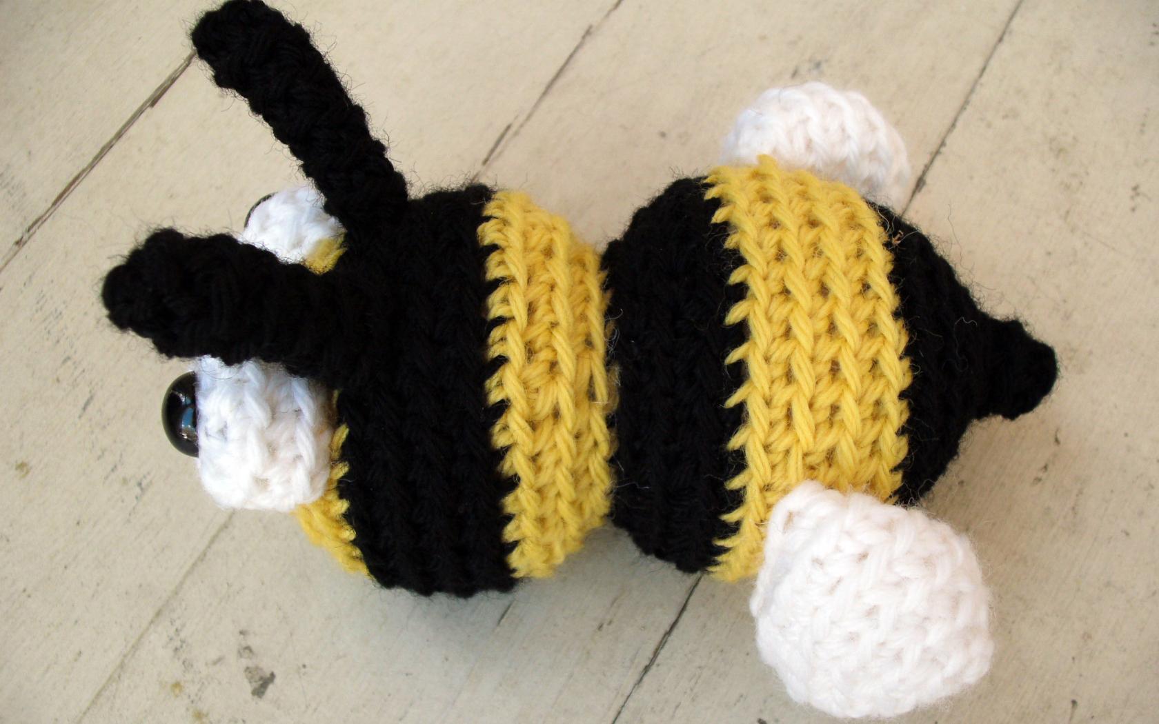 Soft & Dreamy Bee amigurumi pattern - Amigurumi Today | 1050x1680