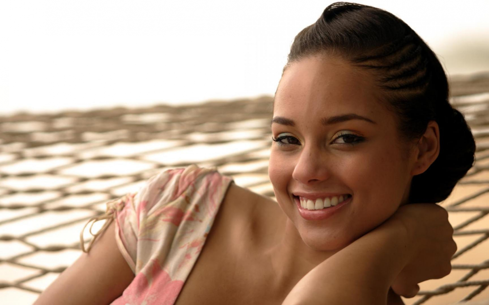 Alicia Smiles free download download wallpaper alicia keys smiles 1920 x