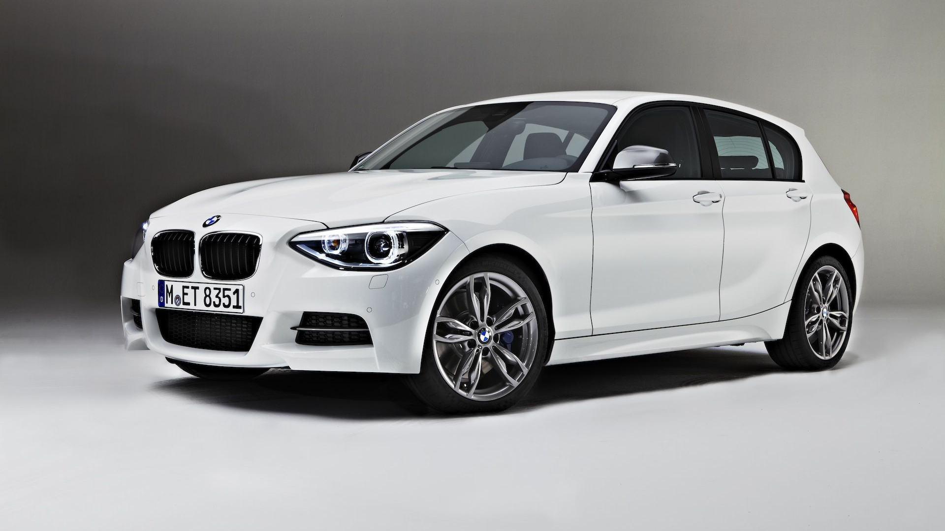 Free Download Bmw 1 Series 3 Door And M135i F21 Official
