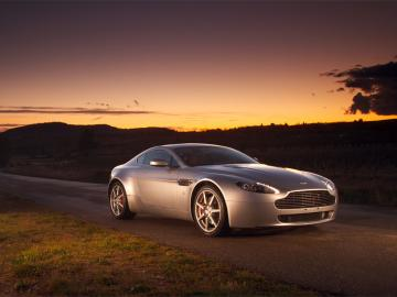 Aston Martin Vantage Wallpaper 2 1024 x 768 Car Walls