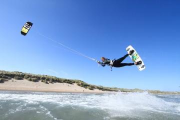 Kitesurfing Uk Kitesurfing Wallpaper Gear Kite Board Logo Pictures
