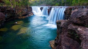 wallpapers Beautiful waterfall nature wallpapers Natural waterfall