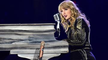 Taylor Swift Dropped Her 8th Studio Album FolkloreAnd Fans Are
