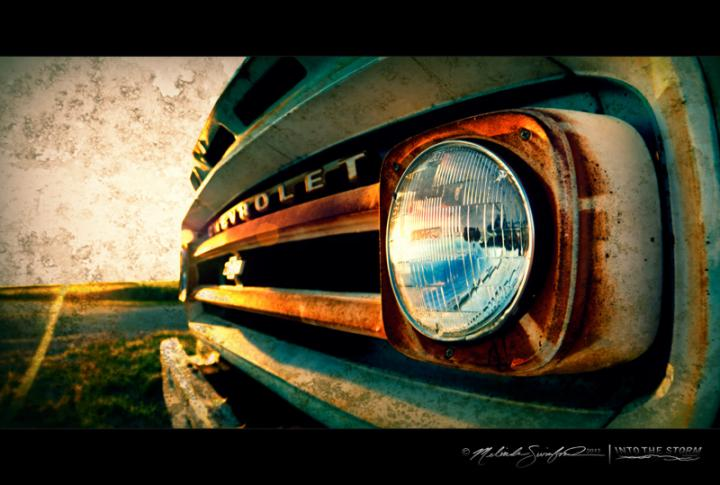 500x333px Country Girls And Trucks Wallpaper