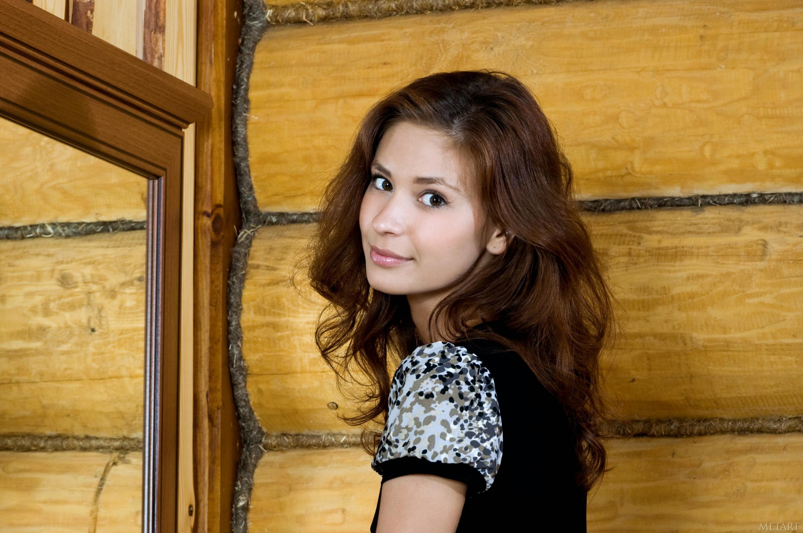 Free download brunettes women Met Art magazine Irina J