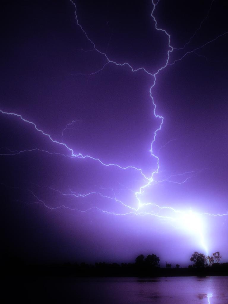 Free download Lightning Bolts Wallpaper
