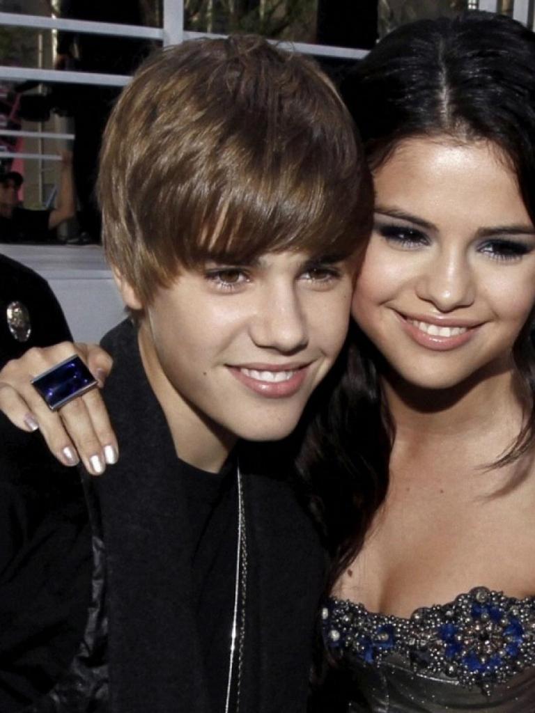 Free download Justin Bieber 2012 Selena Gomez wallpaper