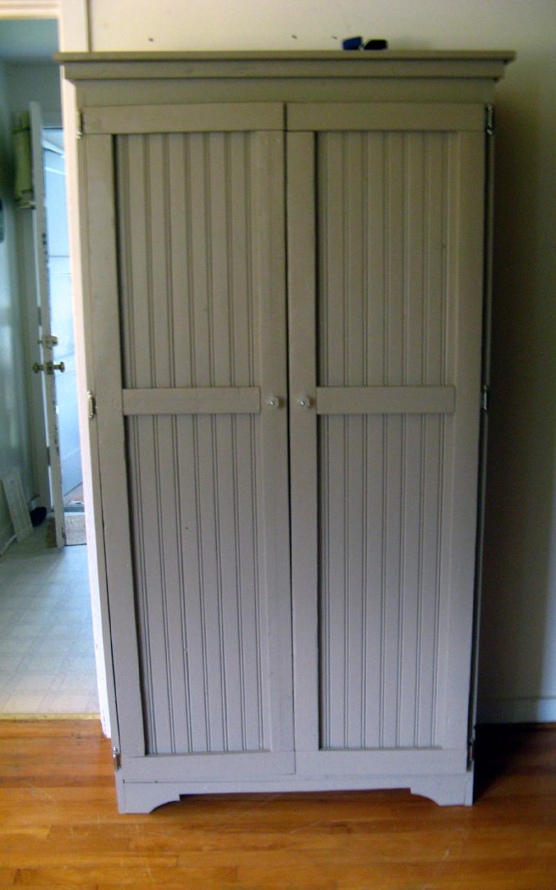 beadboard cabinets